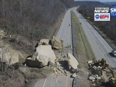 Raw: Massive Rock Slide Blocks SE Ohio Road