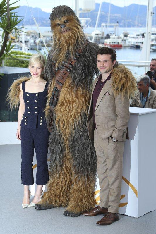 Aiden Ehrenreich, Emilia Clarke, Chewbacca