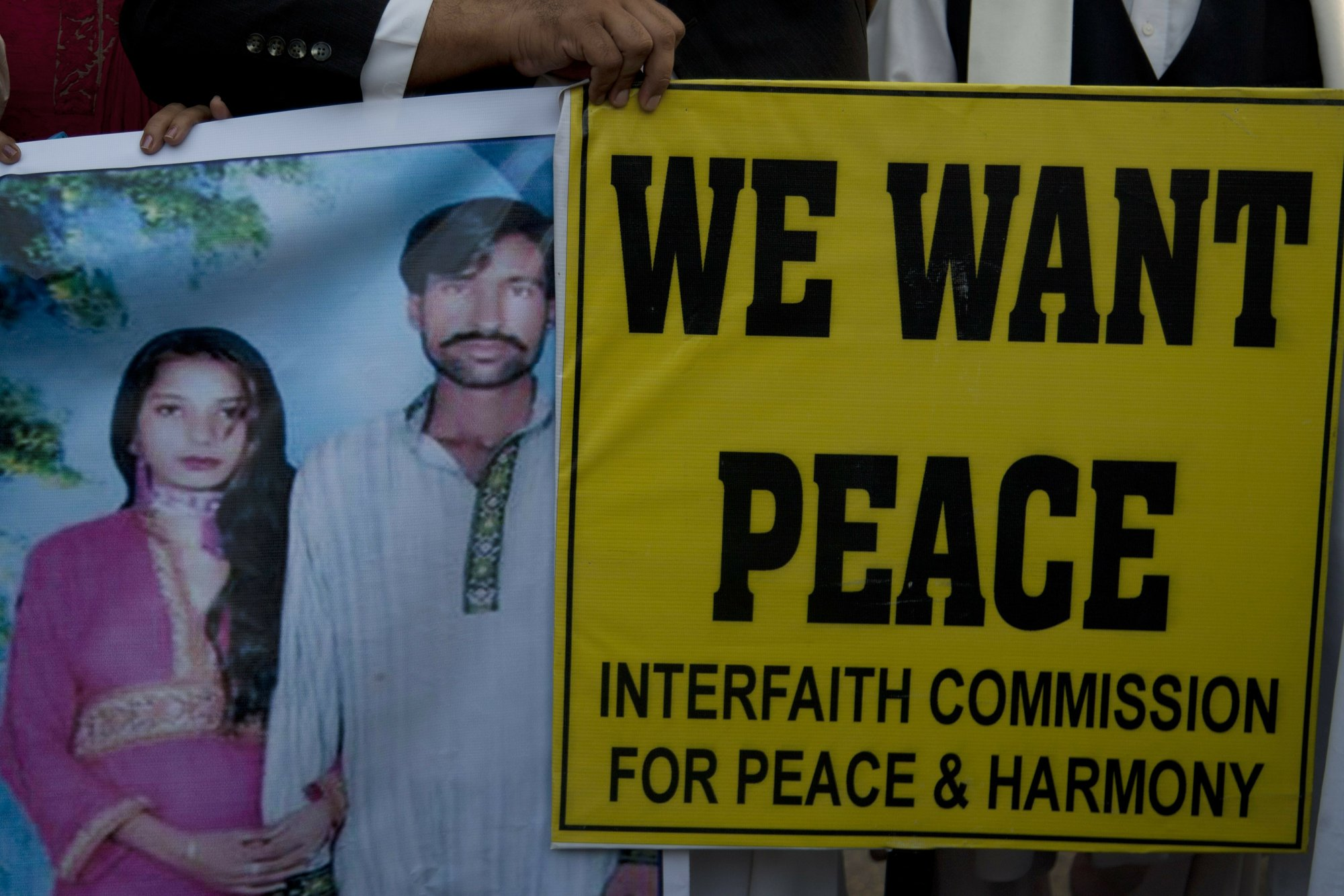 Pakistan upholds death for 3, acquits 2 in couple's killing