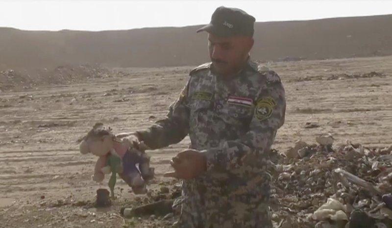 In a field south of Mosul, investigators probe mass grave