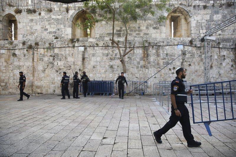 Jew Detector: Thousands Join Muslim Prayer Protests Over Jerusalem Shrine