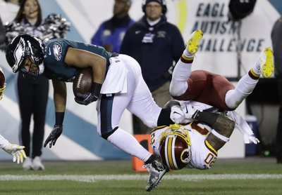 60b68ae9a8d Wentz tosses for 2 TDs, leads Eagles over Redskins 28-13