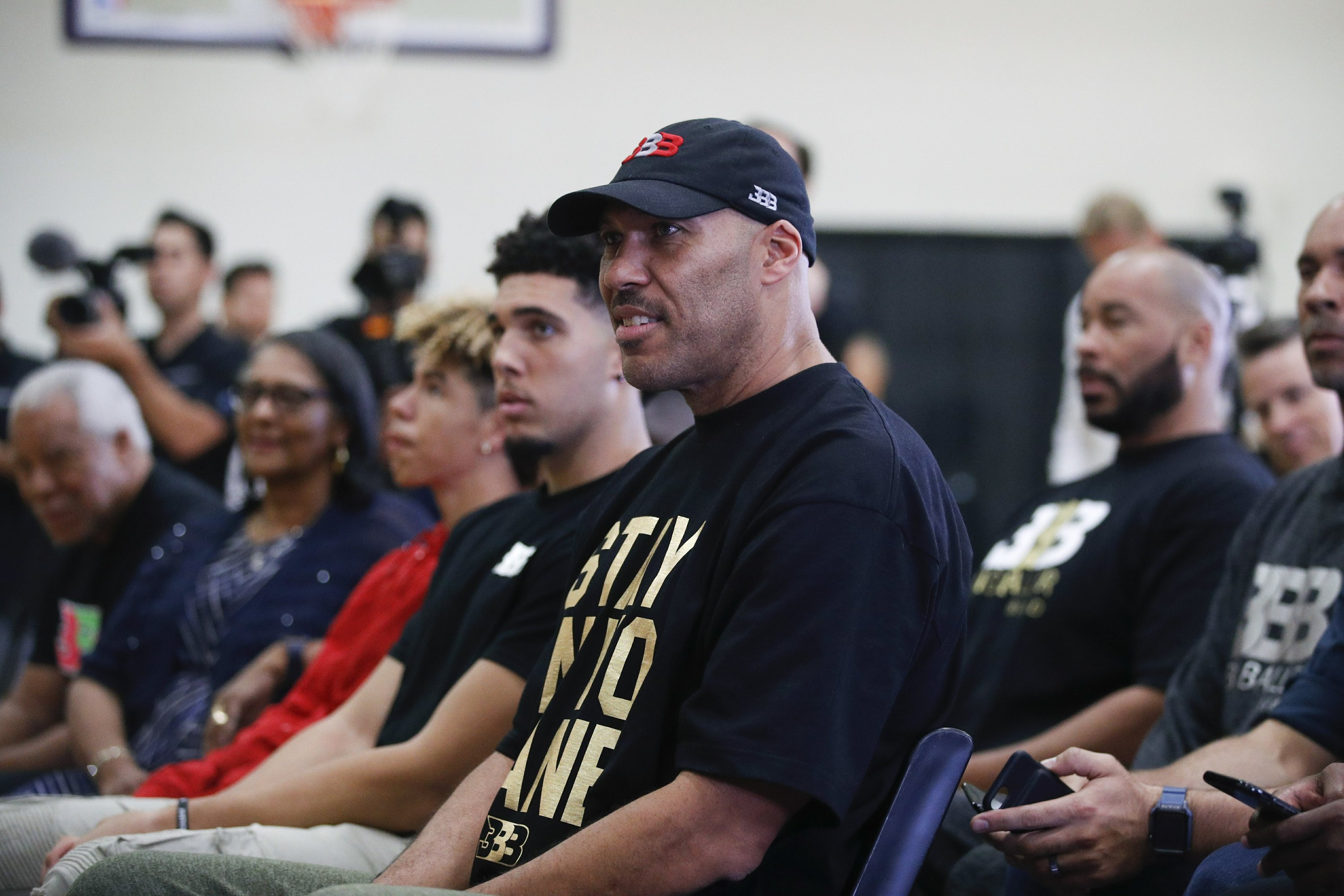 LaVar Ball appears at WWE event, son ...