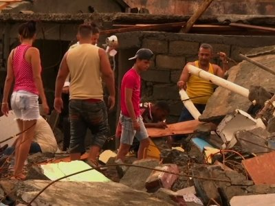 Raw: Cubans Clean Up 'Matthew' Debris
