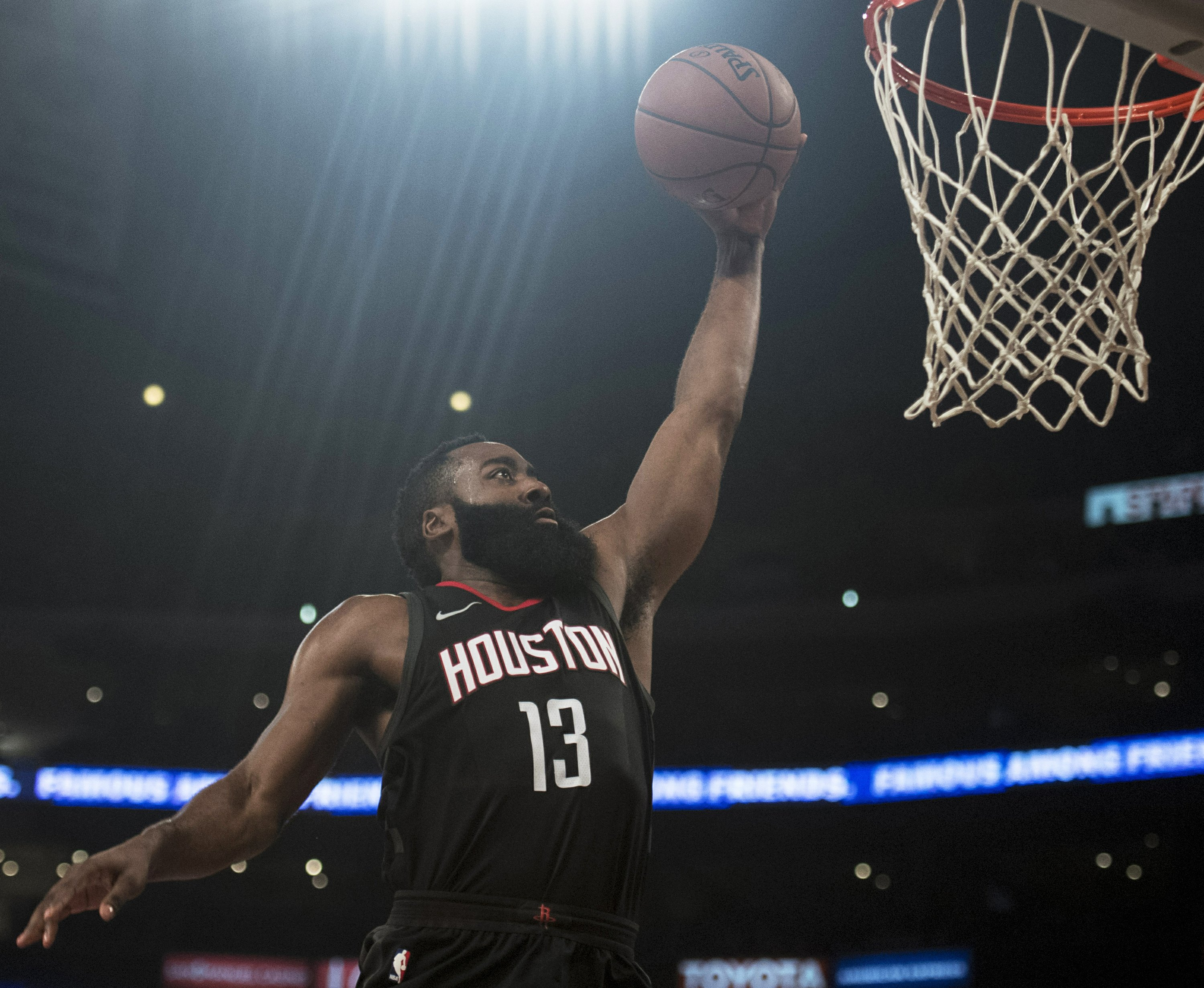 Rockets roll to 7th straight with 118-95 win over Lakers