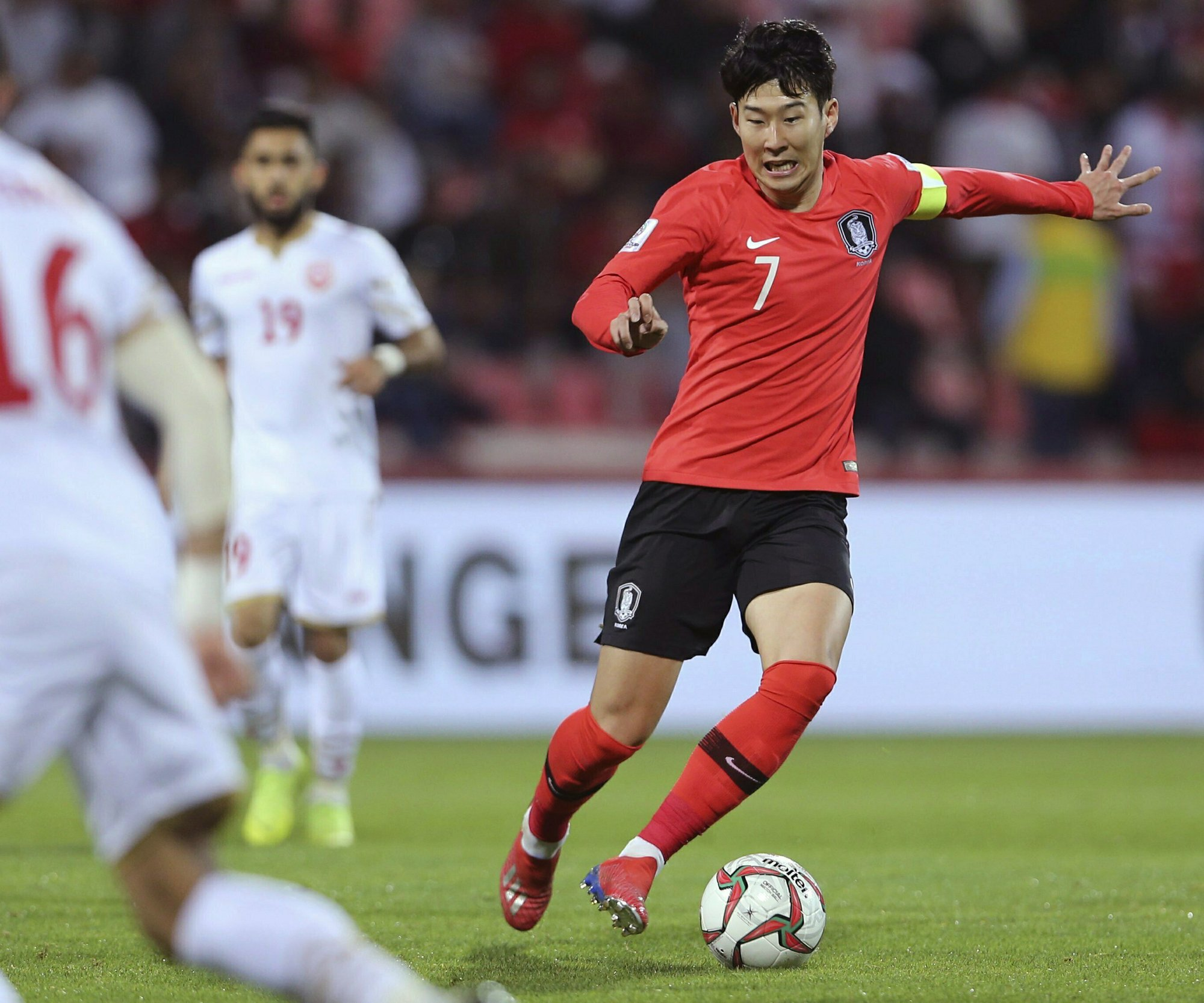 Son calls for patience as Koreans turn to youth for 2022