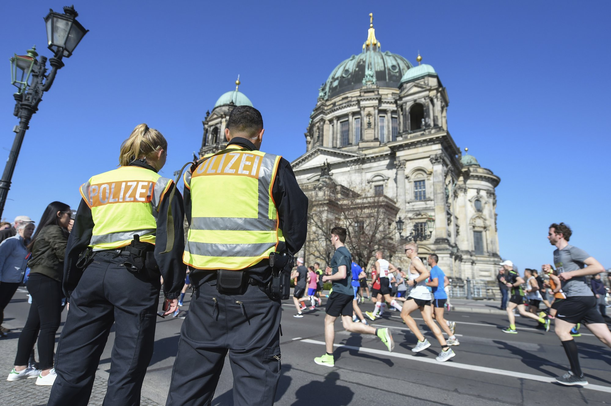 6 detained amid 'vague indications' of attack at Berlin race
