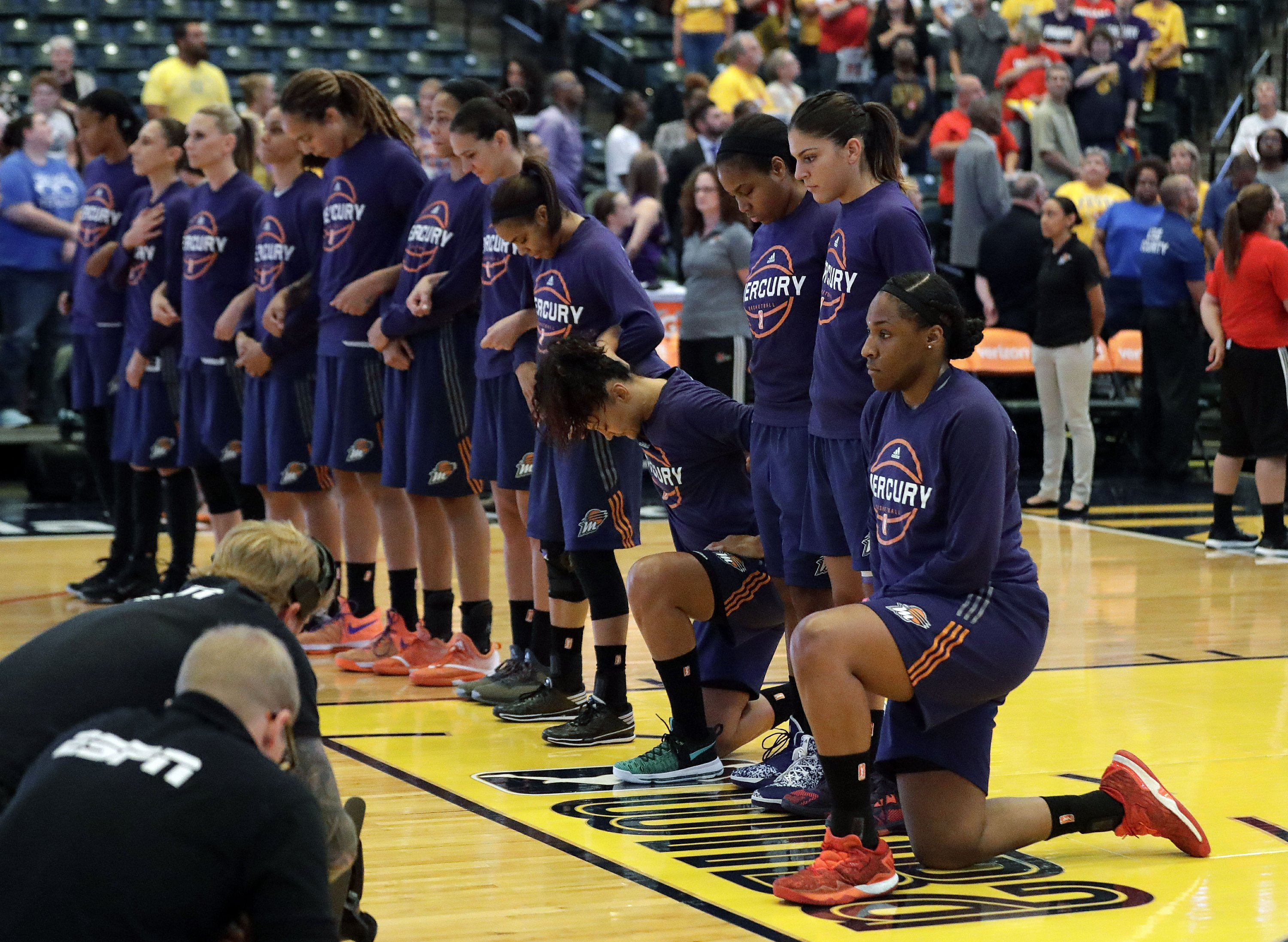 Catchings' career ends and Fever kneel in anthem protest