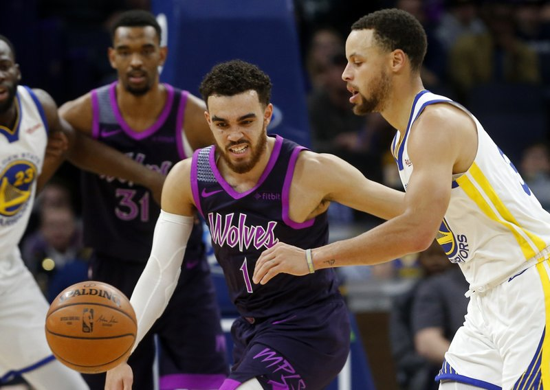 785315190173 Curry leads Warriors past Wolves 117-107
