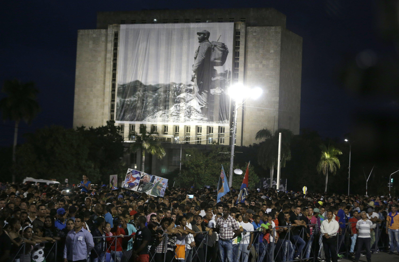 Líderes extranjeros llaman a seguir las banderas de Castro