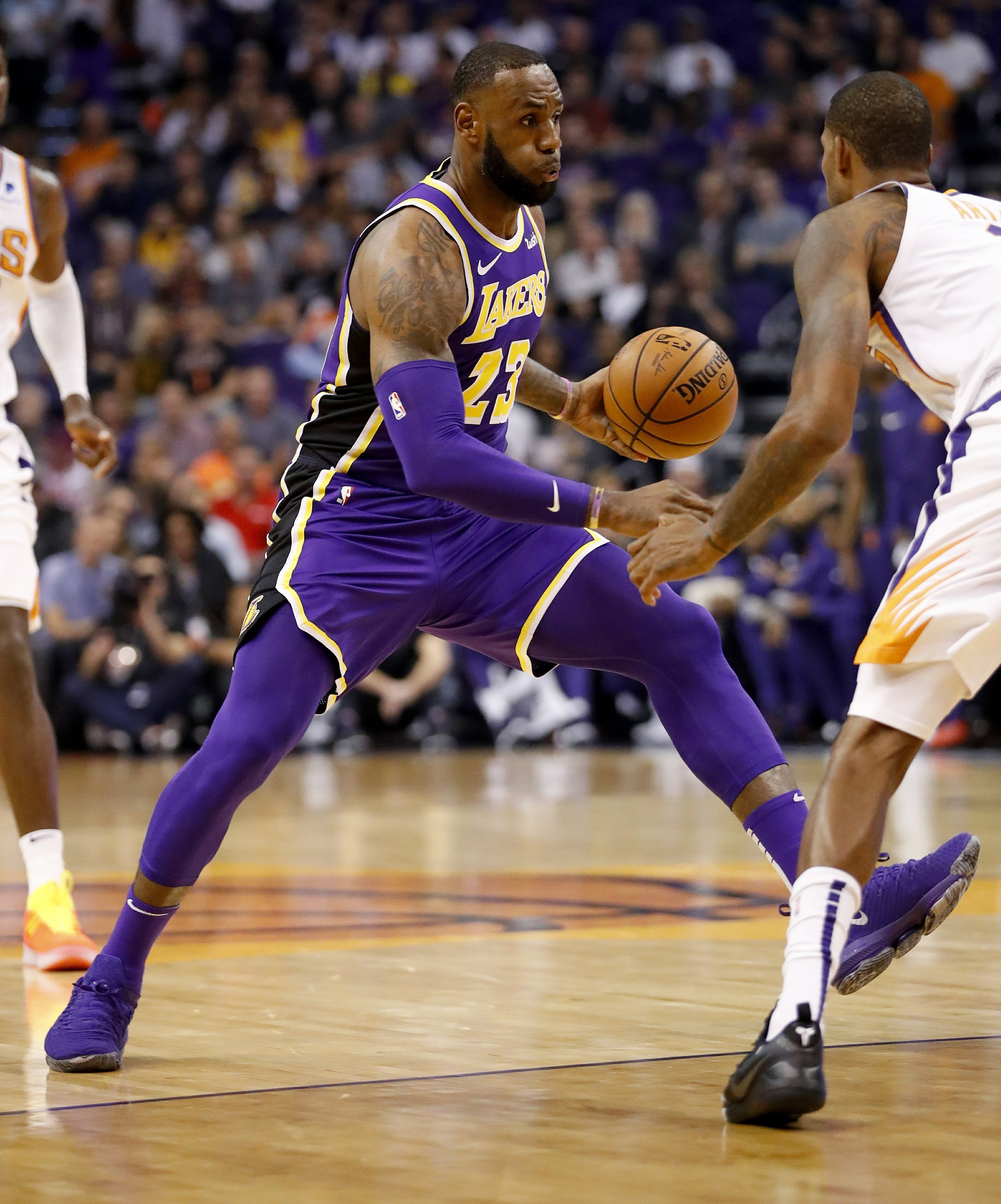 318f0c0bf38 LeBron James gets 1st win as a Laker in romp over Suns