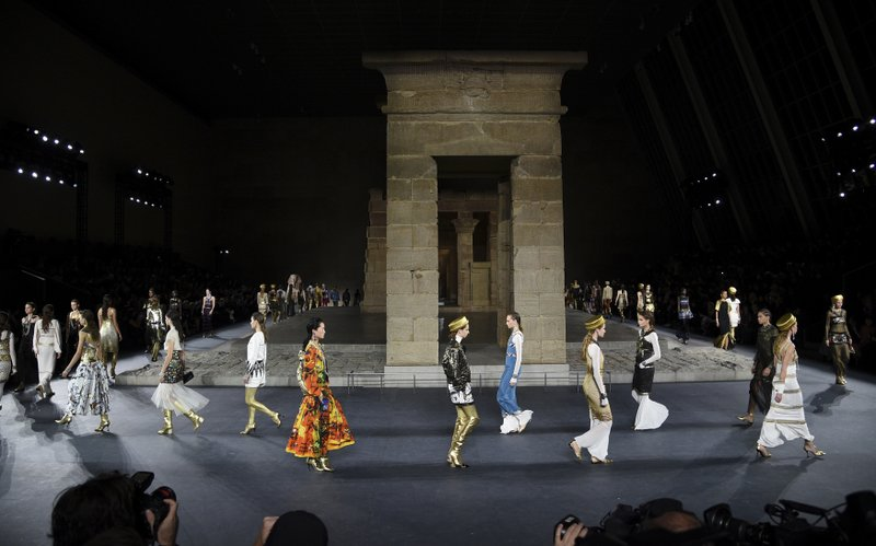 Chanel S Lagerfeld Channels Ancient Egypt With Mini Met Gala
