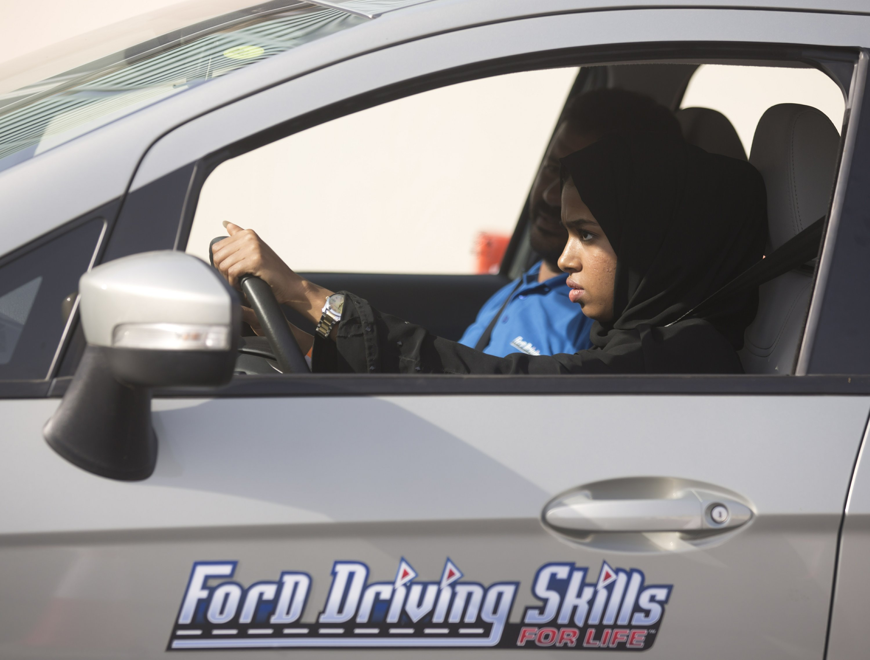 Saudi women take the wheel, test-driving a new freedom thumbnail