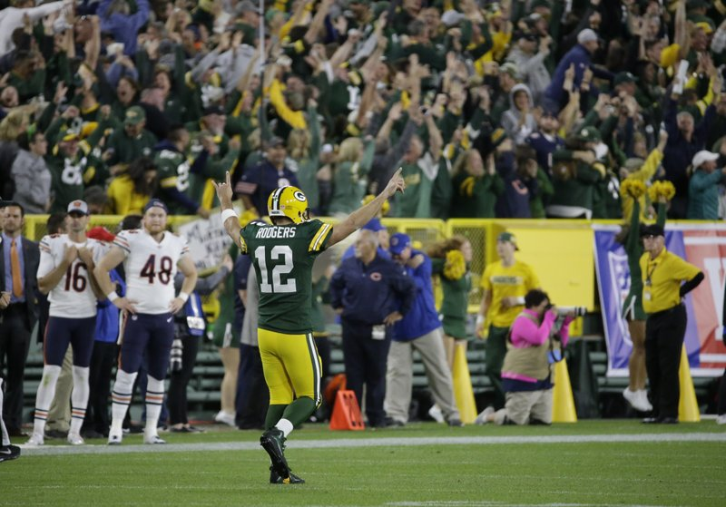 12eb7b6d Rodgers returns from injury, Packers beat Bears 24-23