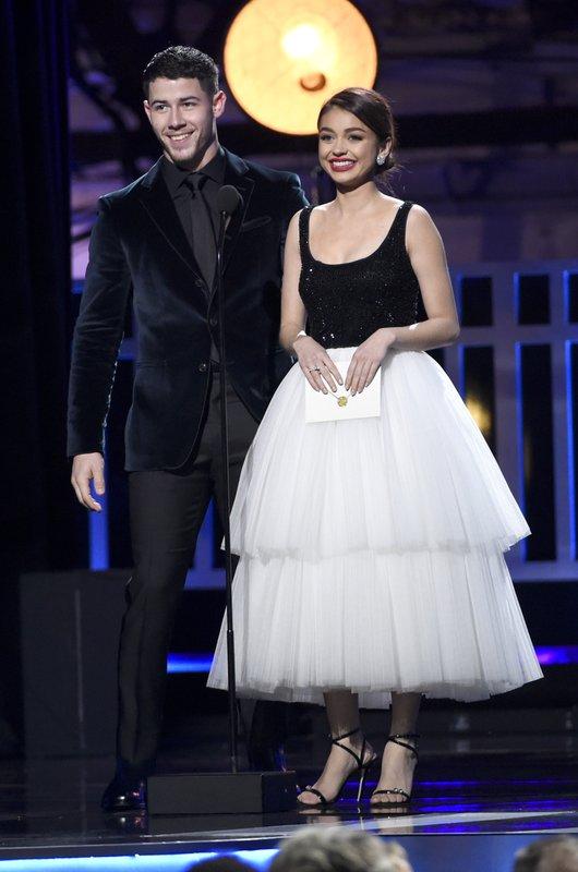 Nick Jonas, Sarah Hyland