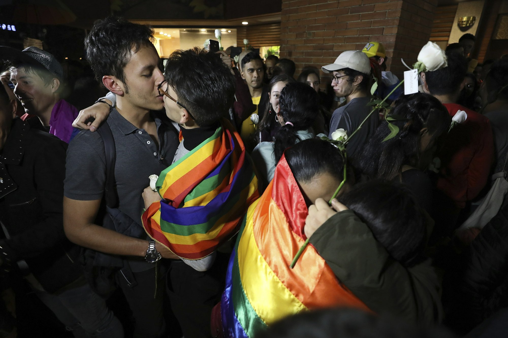 Colombians stage kiss-a-thon in support of LGBT rights