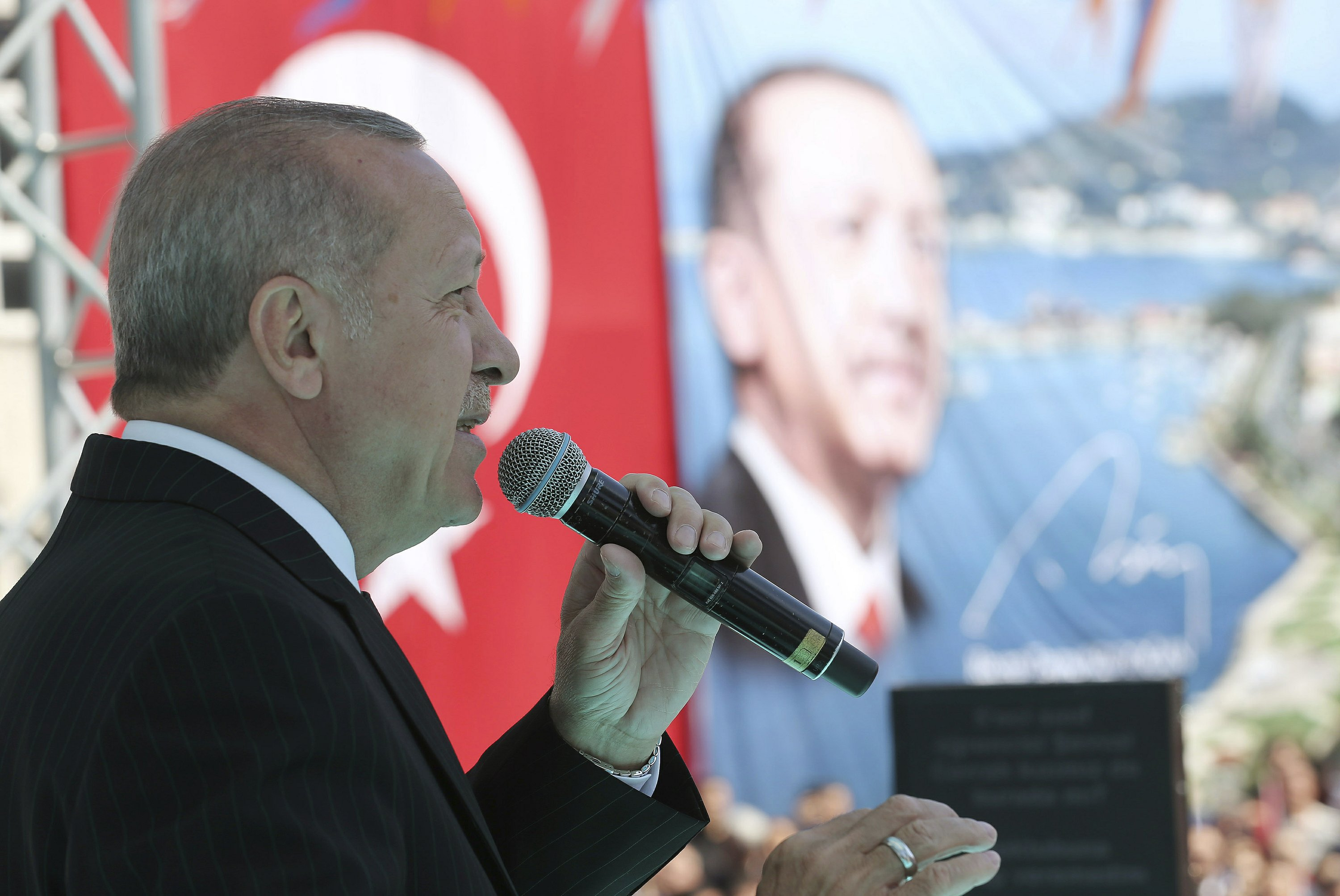 Erdogan again airs attack video at rally despite criticism