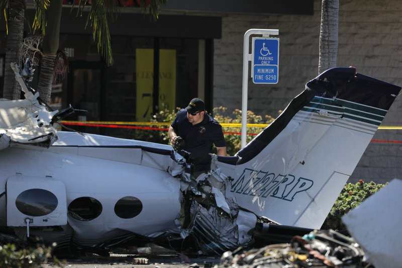 5 killed after plane nosedived into California parking lot