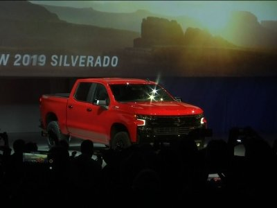 Chevy Unveils New Silverado Before Big Auto Show