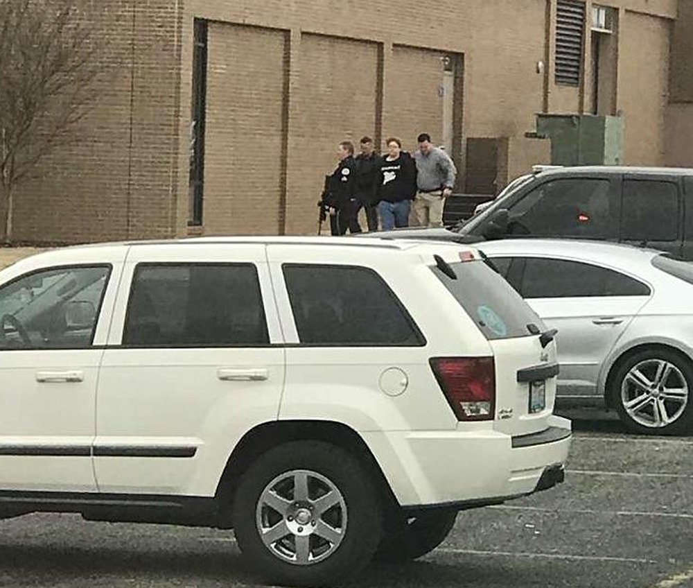2 dead, 17 injured in Kentucky school shooting; suspect held