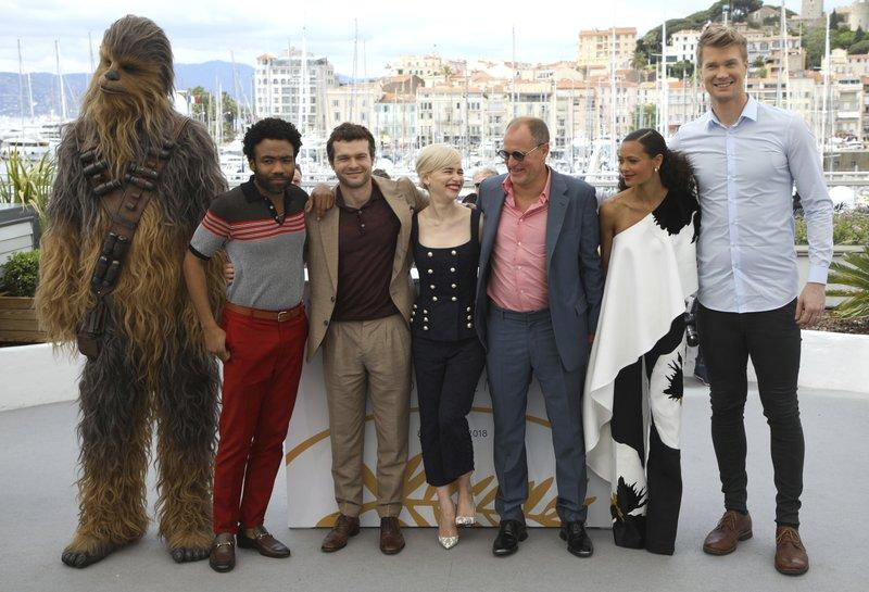 Chewbacca, Donald Glover, Alden Ehrenreich, Emilia Clarke, Woody Harrelson, Thandie Newton, Joonas Suotamo