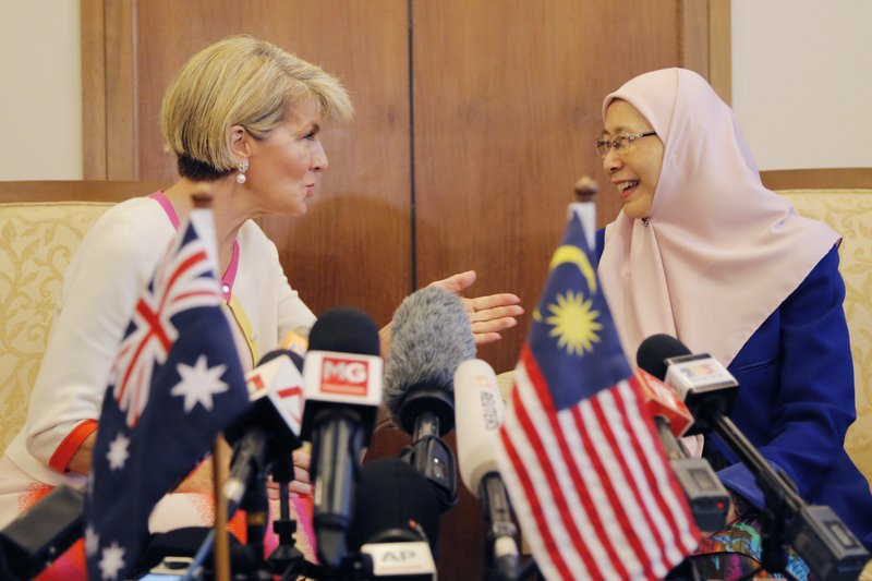 Julie Bishop, Wan Azizah Wan