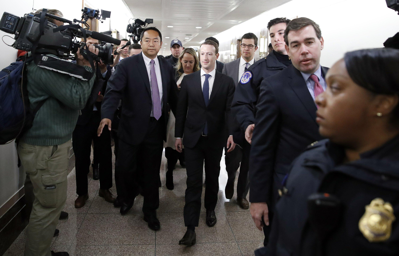 The Latest Yes Mark Zuckerberg Will Wear Suit In Congress