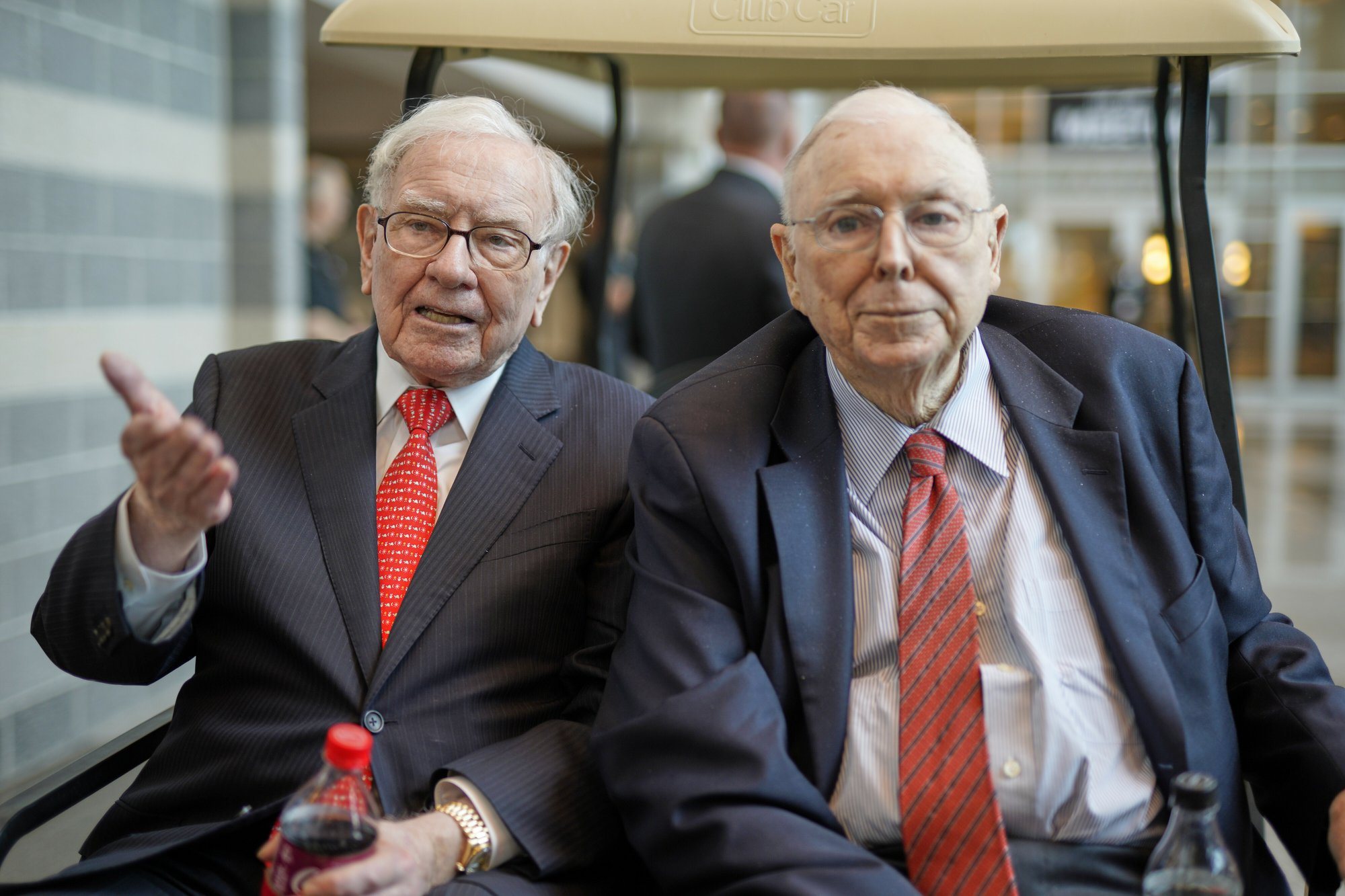 Investors gather to learn from Buffett and each other
