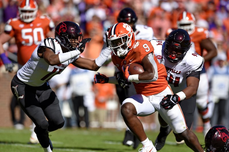 No 2 Clemson Keeps Rolling With 77 16 Win Over Louisville