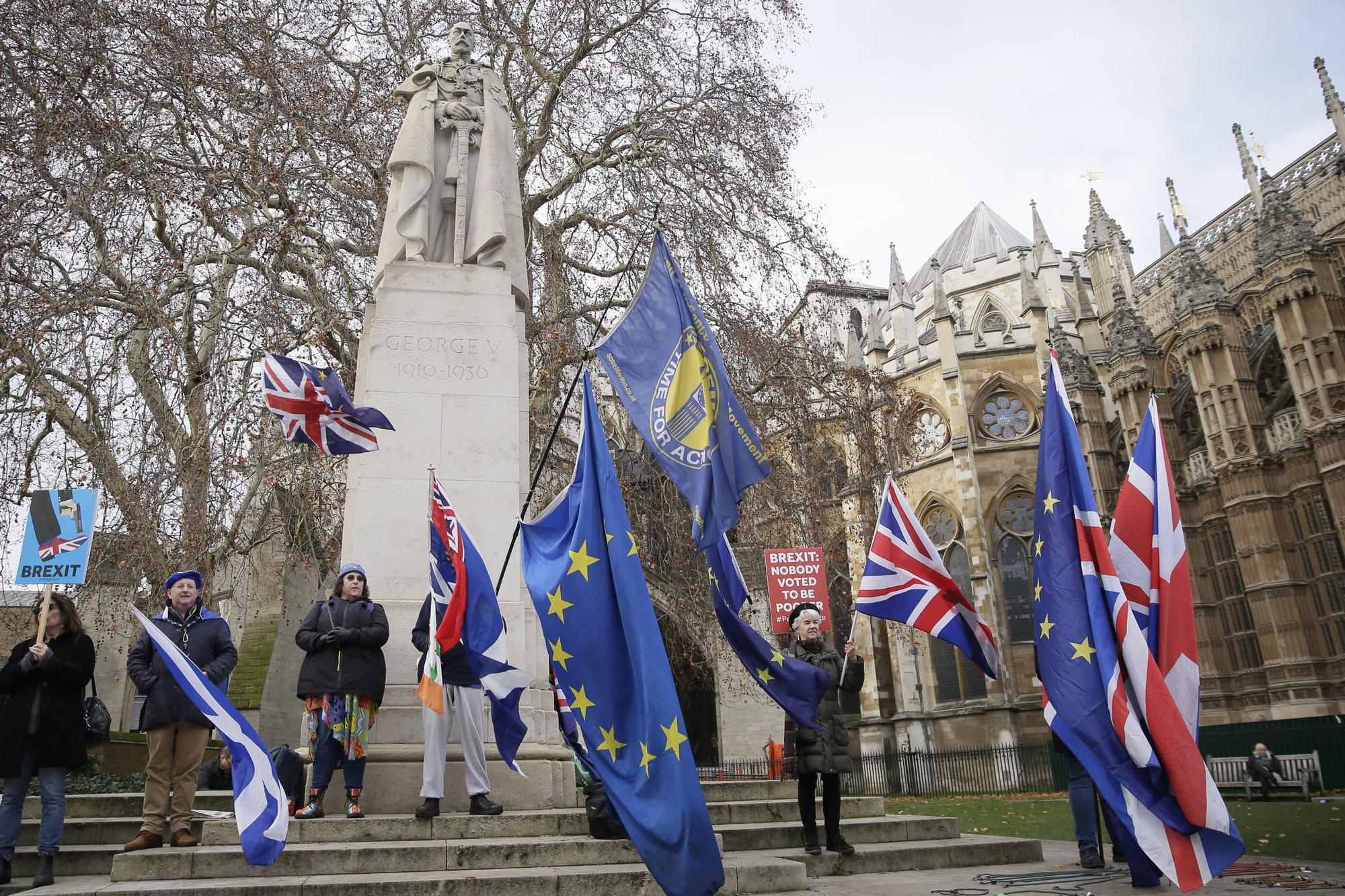 Bank of England warns of intensified Brexit uncertainties