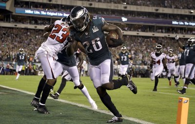 8aa661004d8 PHILADELPHIA (AP) — While the offense finds it rhythm, the Philadelphia  Eagles know they can count on a smothering defense.