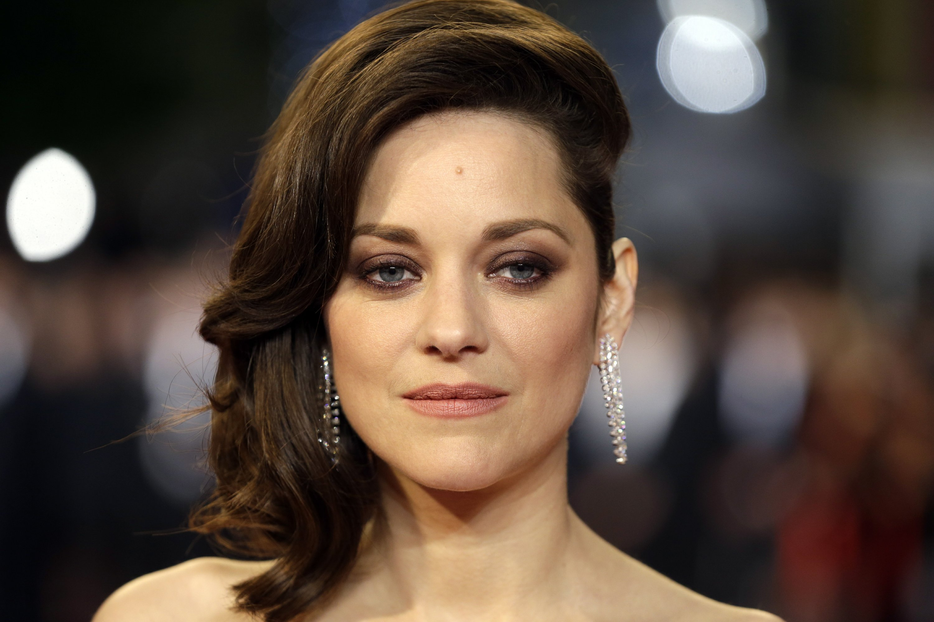 Marion Cotillard Announces Pregnancy Denies Pitt Rumors