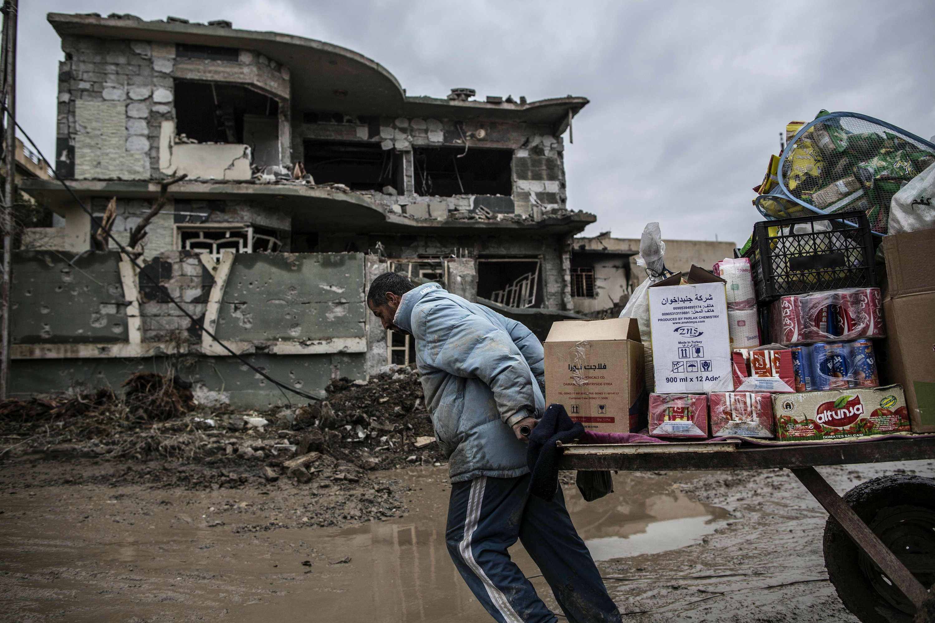 Rights group: IS in Mosul targets civilians as it retreats