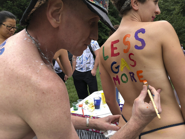 Hundreds of fun-loving Philadelphia bicyclists ride nude