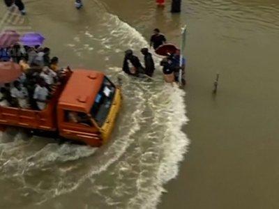 Thousands Stranded Amid Kerala Floods