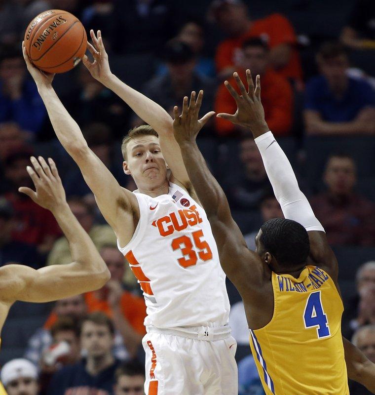 Boeheim S Son Scores 20 Syracuse Rallies Past Pitt 73 59