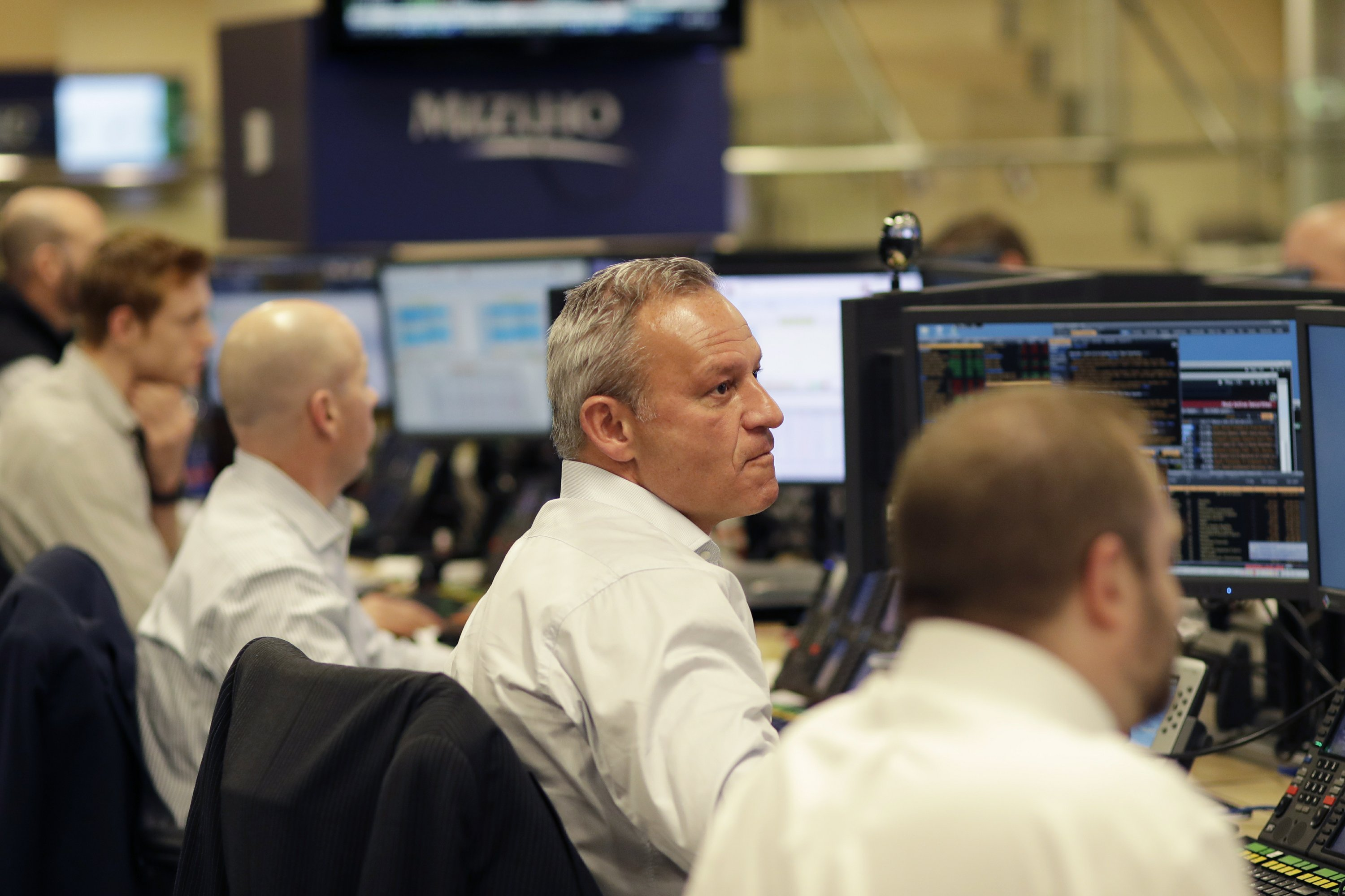 Losses for banks pull US stocks further from record highs
