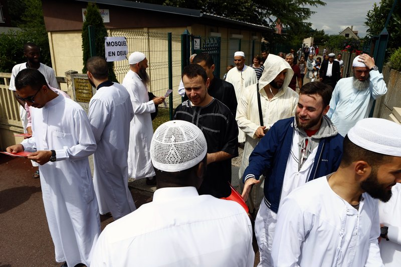 Muslim blasts extremists at Friday prayer with Christians