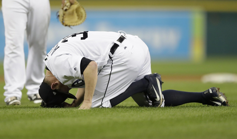 Tigers' Alex Wilson breaks leg on Mauer line drive
