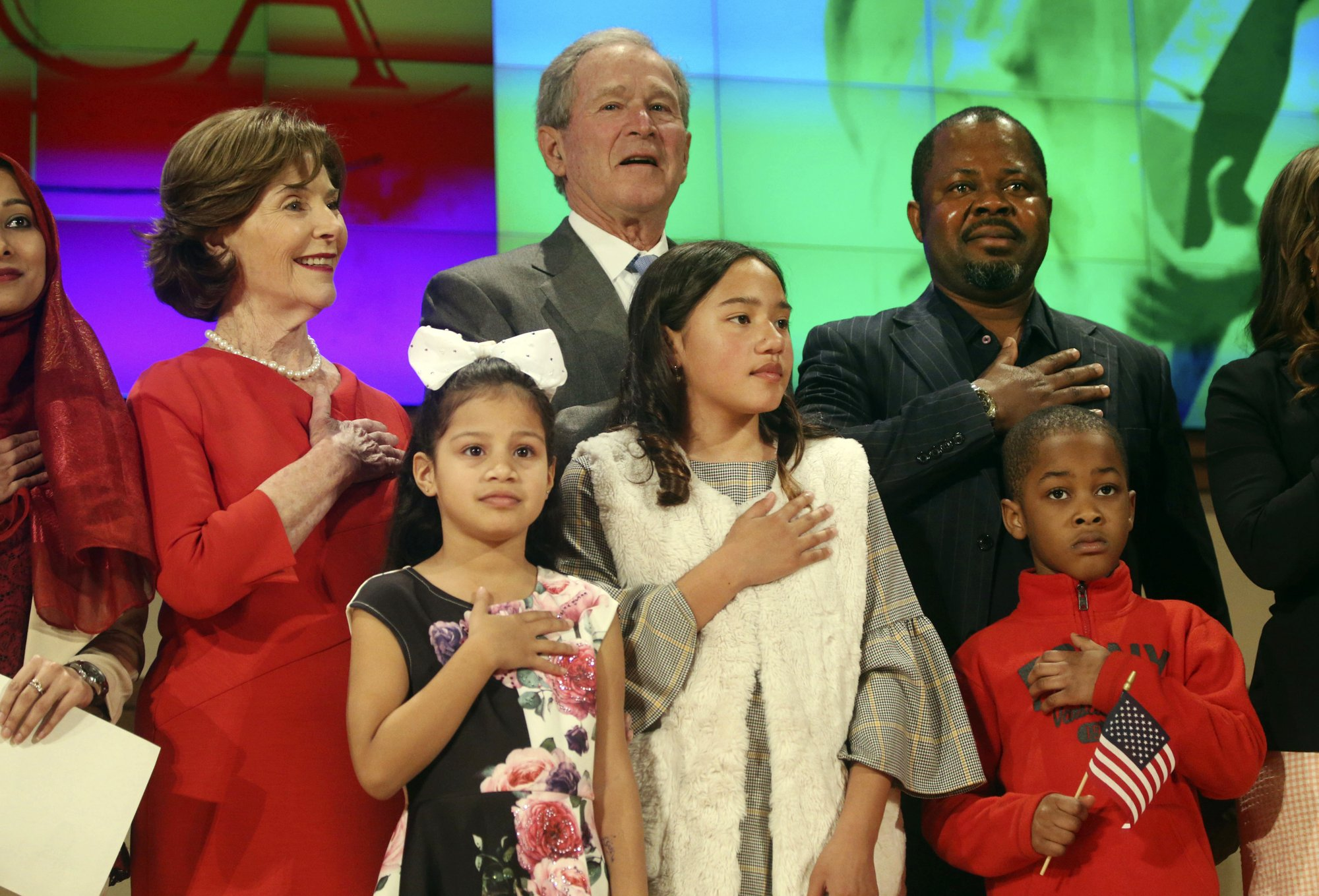 George W. Bush welcomes new US citizens at Texas ceremony