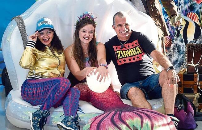 Intercambio Hosts Underwater World Party