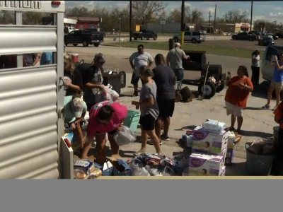 Fellow Texans Come Out to Help Refugio Residents
