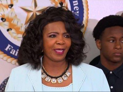 Dallas grand jury to hear police shooting case