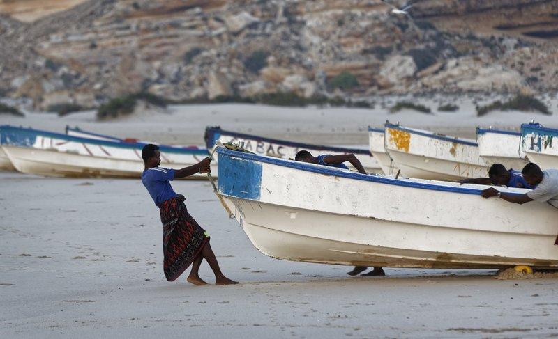 Somalis consider piracy again, blaming illegal fishing trade