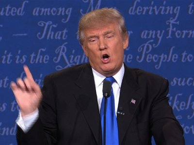 Trump Defends Birther Comments at Debate