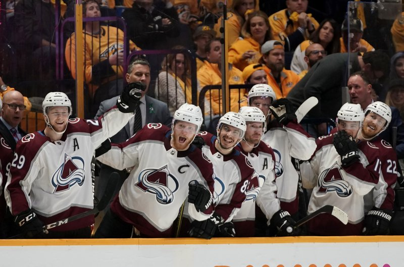best sneakers 772de 464ce Avalanche stay alive, beat Predators 2-1 to force Game 6