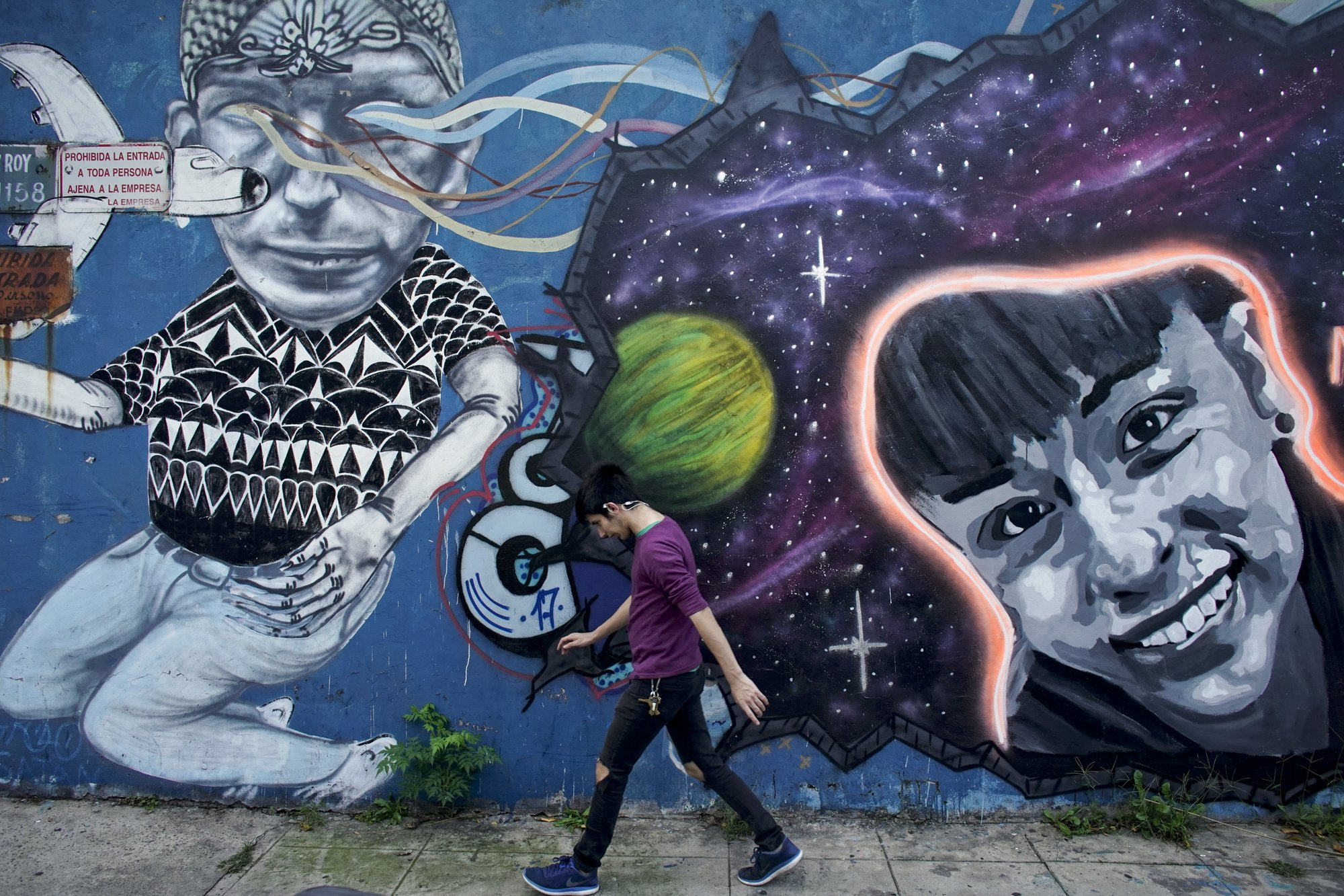 Argentines Use Murals To Search For Missing Children