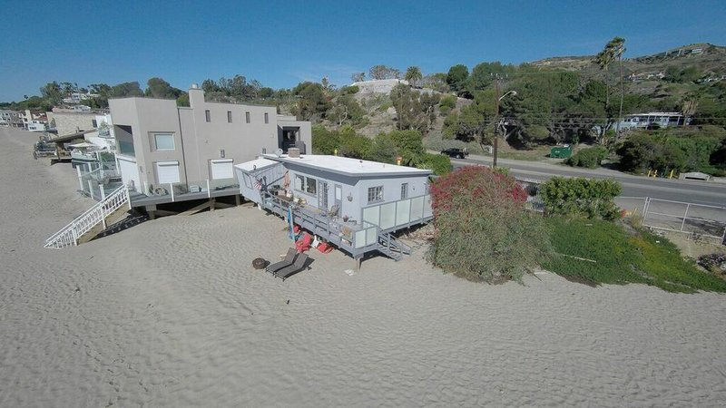 Deasy pennerpartners shows a malibu calif beach house that belonged to actress eve plumb plumb who played jan on the 1970s sitcom the brady bunch