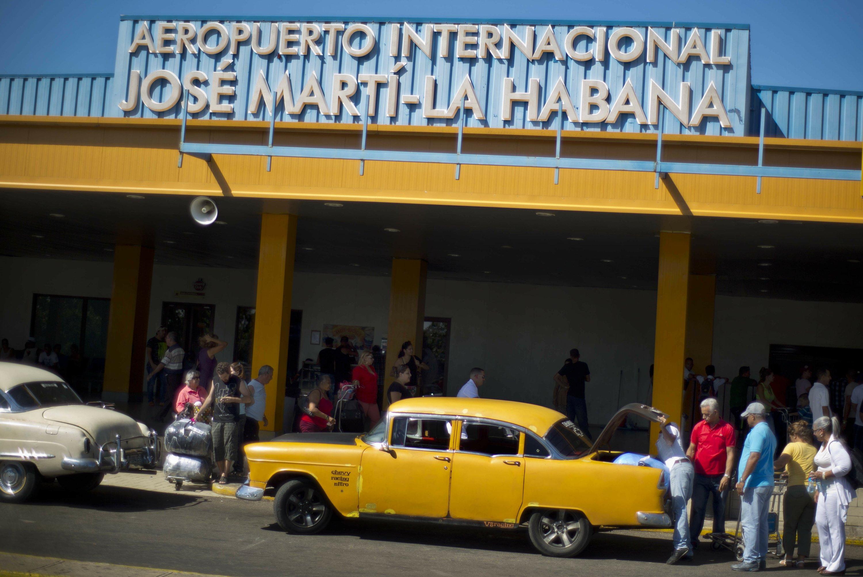 Cuba sees tourism rise, French will renovate Havana airport
