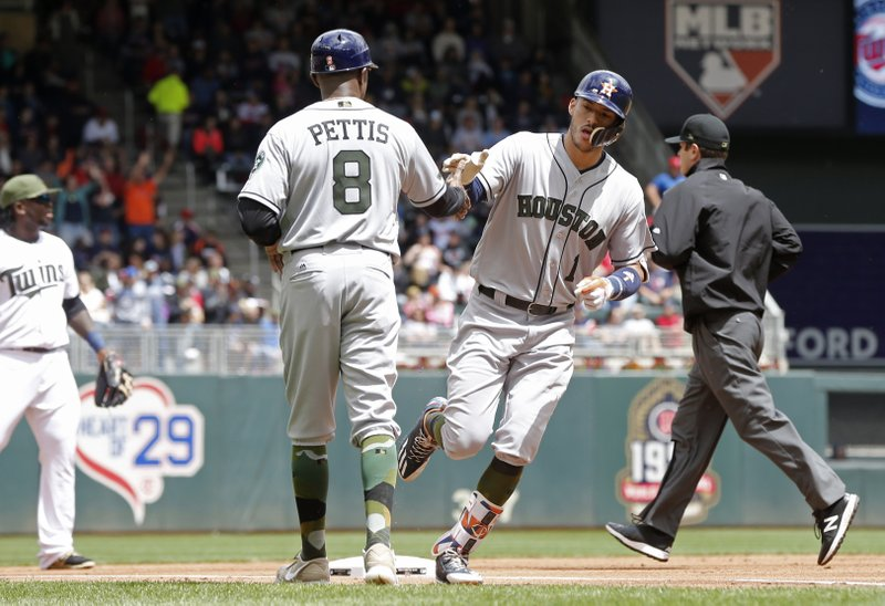 Astros Rally For 11 Runs In 8th Inning Overwhelm Twins 16 8